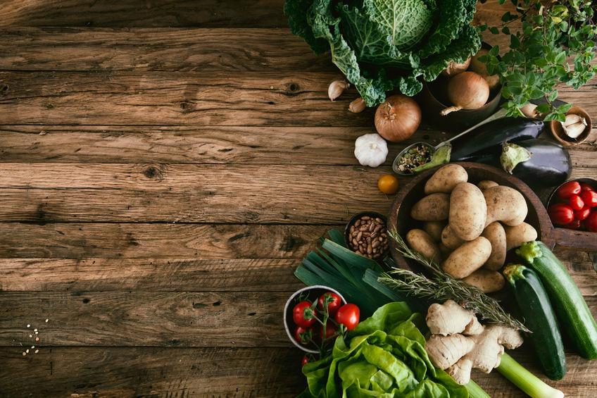 40888352 vegetables on wood